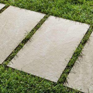 Feinsteinzeug-Gartenplatten können fast überall eingesetzt werden